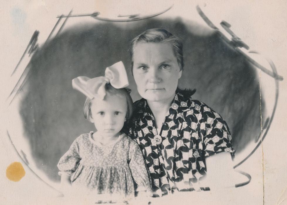 Zoja Pihlak-Idvani emaga Siberis 1955