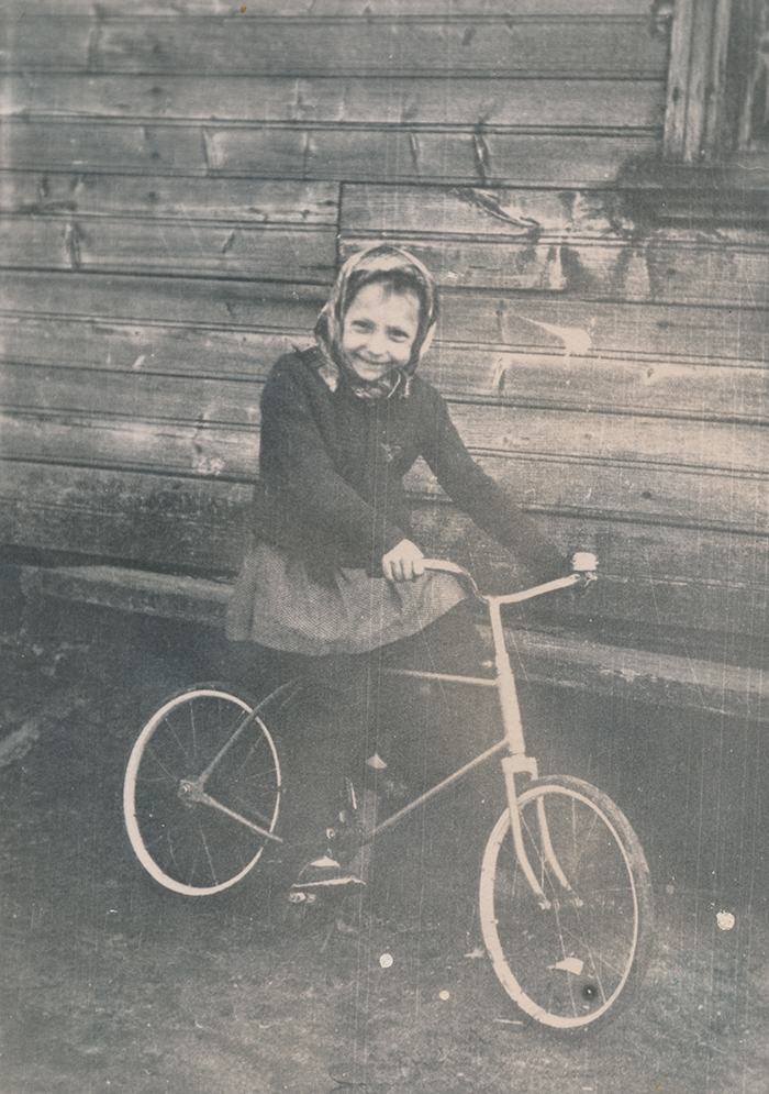 Zoja Pihlak-Idvani rattaga Siberis