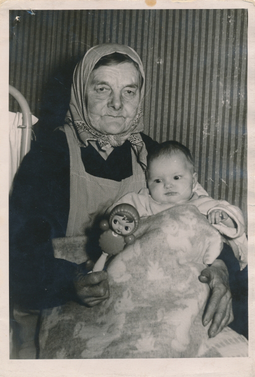 Urve Vares vanaema süles